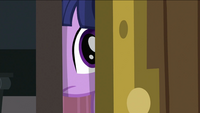 Twilight peeking S2E25