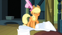 Applejack shaking off hat S3E4