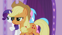 Applejack trots to front of the line S6E10