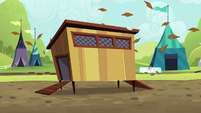 Chicken coop shaking back and forth S5E17