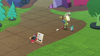 Discord and Spike warp to Mac and Skellinore S8E10