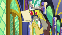 Discord reading Twilight's message S9E1
