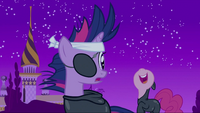 Pinkie Pie behind Twilight S2E20