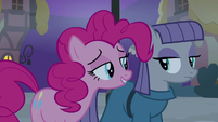 Pinkie enticing Maud with a sticker convention S8E3