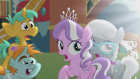 School foals looking at glowing CMC S5E18