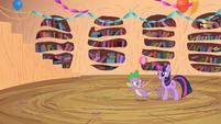 Spike spawns next to Twilight again S2E10