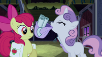 Sweetie Belle about to put her saddlebag down S3E04