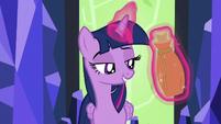 Twilight levitating Zecora's potion S5E22