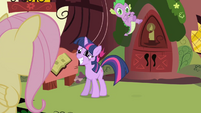 Twilight tosses Spike off her back S1E01