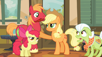Applejack preventing Big McIntosh from moving S4E09