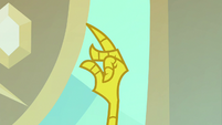 Discord snapping his claw fingers S8E15