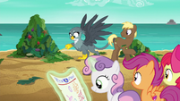 Gabby helps Coco Crusoe rake kelp on the beach S6E19