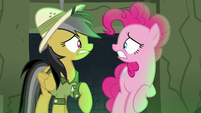 Pinkie and Daring Do look at each other worriedly S7E18