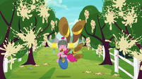 Pinkie popping apples into applesauce S8E18