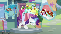 Rarity shopping alone in present day S9E19