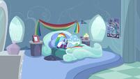 S05E05 Dash w swojej sypialni