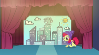 Apple Bloom trots onto the stage S6E4