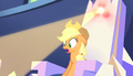 Applejack's throne emits a light S5E01.png