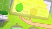Applejack juggling fruit under the spotlight SS9
