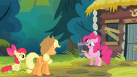 Pinkie Pie reading the note S4E09