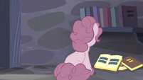 Pinkie faces to the book S5E02