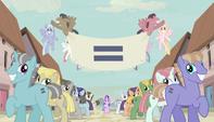 Ponis escalofriantes sonriendo con una bandera igualitaria EMC-P1