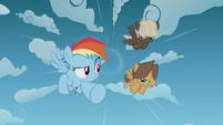Rainbow Dash and bullies race through the sky S5E25