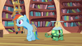 Rainbow Dash looking around S03E11.png