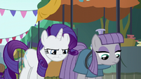 Rarity squinting at the fissure S6E3