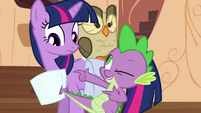Spike pointing at Twilight S03E11