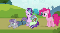 Starlight Glimmer repacking her books S7E4