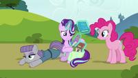 Starlight Glimmer repacking her books S7E4
