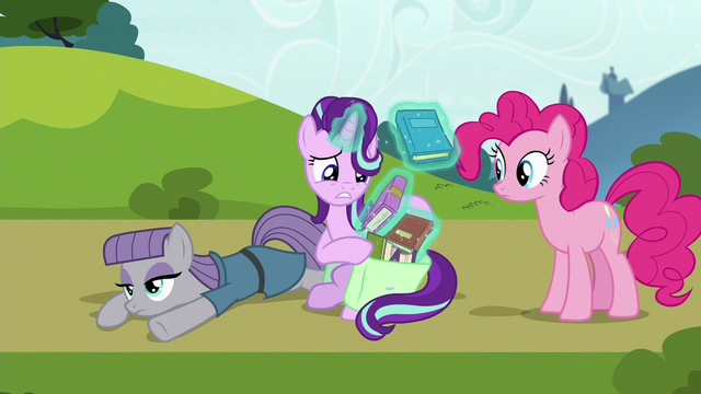 File:Starlight Glimmer repacking her books S7E4.png
