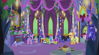 Twilight and friends hear the train whistle S5E20