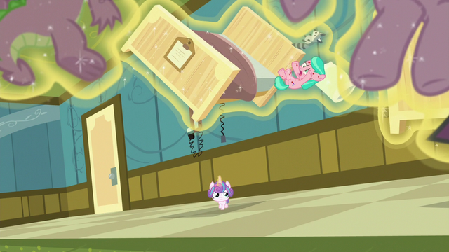 File:Aquamarine falls out of her floating bed S7E3.png