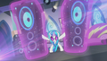 DJ Pon-3 brings out the jumbo speaker S5E9.png