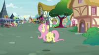Pegasus Angel trots toward the marketplace S9E18