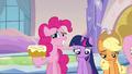 Pinkie Pie offers cinnamon bun S03E12.png