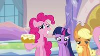 Pinkie Pie offers cinnamon bun S03E12