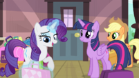 Rarity getting ready to surprise friends S4E8