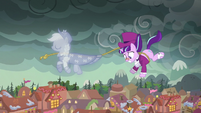Snowfall hanging on to the Spirit of Hearth's Warming Past's lasso S06E08