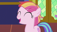 Toola Roola thanking the Mane Six S7E14