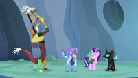 Discord yawning with boredom S6E26