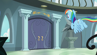 Rainbow Dash flying to her front door S9E21