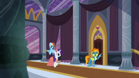 Rarity -Those rooms have the best view of Canterlot!- S5E15