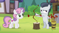 Rumble holding a bow and arrow S7E21.png