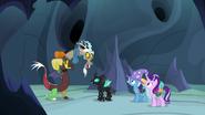 S06E26 Fałszywy Discord rozmawia z Thoraxem, Starlight i Trixie