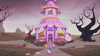 Spike running to Carousel Boutique S5E25