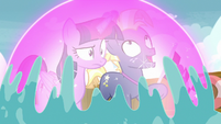 Twilight shields herself and Star Tracker from the water S7E22