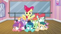 Apple Bloom --with my new group of friends-- S6E4